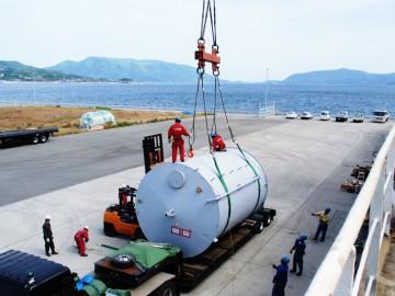 本船クレーンを利用した貨物の積(重量物)
